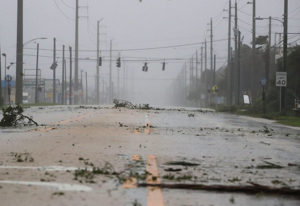 Hurricane Matthew weakens off US coast
