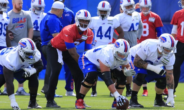 Bills hand ball to Manuel for game with Steelers